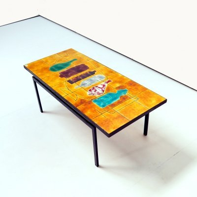Coffee table with straight lines & ceramic tiles top