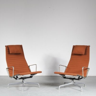 Pair of EA124 lounge chairs by Charles & Ray Eames for Herman Miller, 1960s