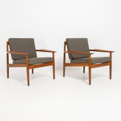 2 lounge chairs by Arne Vodder
