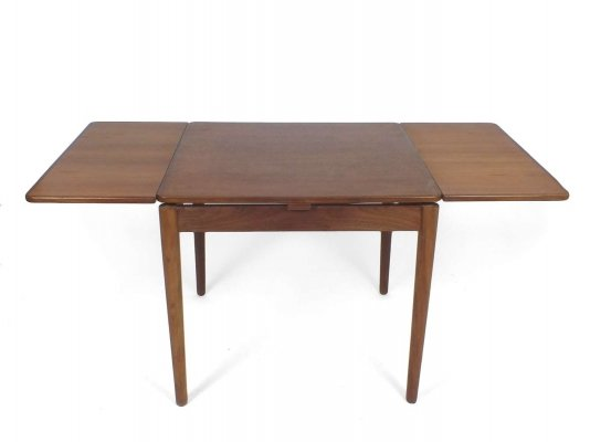 Danish extendable teak dining table by Poul Hundevad