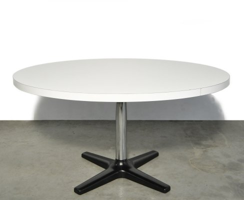 Vintage round 5/6 persons dining table by Pastoe, 1970s