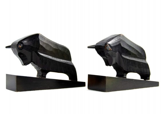 Pair of 'Bull' bookends in black wood for VEB Rhönwerkstätten, 1960s