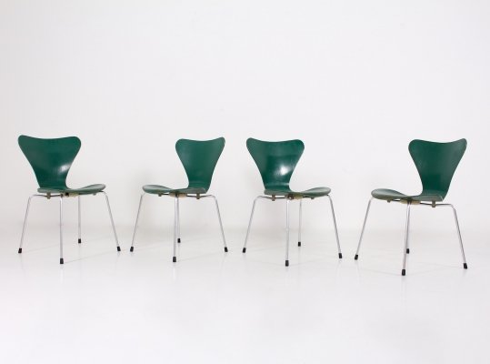 Set of 4 green ash chairs by Arne Jacobsen for Fritz Hansen, 1970
