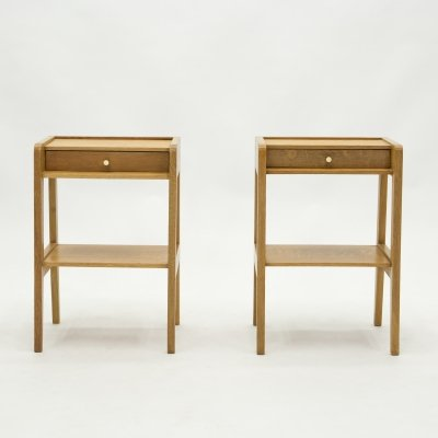 French pair of modernist Night Stands in oak wood with one drawer, 1950s