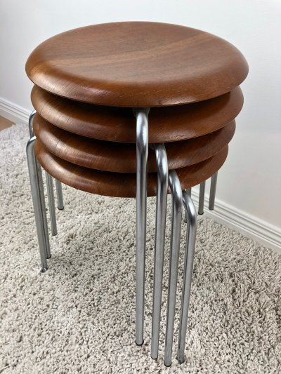 Set of 4 Arne Jacobsen FH-3170 stackable 'Dot' stools, August 1965