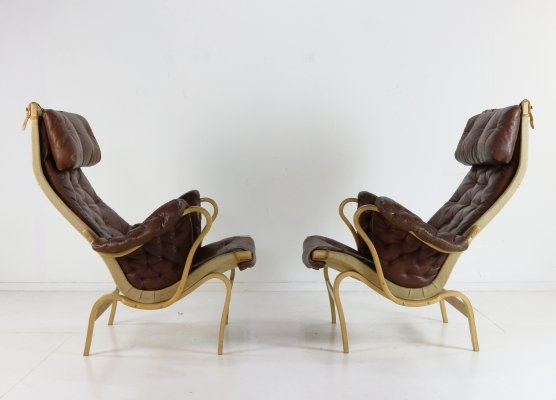 Set of two Pernilla chairs in leather by Bruno Mathsson for Dux Sweden