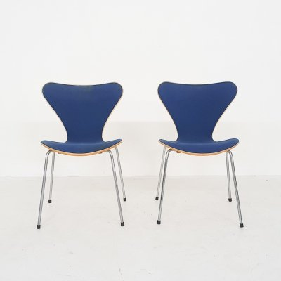 Set of 2 Arne Jacobsen for Fritz Hansen 'Butterfly' chairs, Denmark 1989