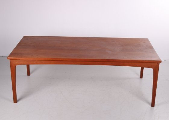 Danish design Elongated coffee table in teak by Niels Bach
