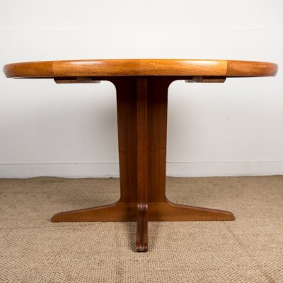 Scandinavian Teak Extendable Dining Table with Central Leg by Ib Kofod Larsen for Faarup, 1960s