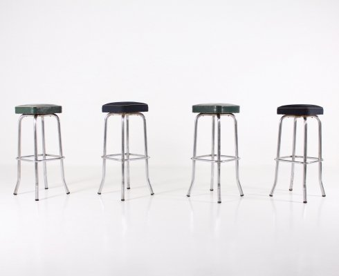 4 modernist Art-Déco bar stools in chrome metal, fabric & faux leather, 1940's