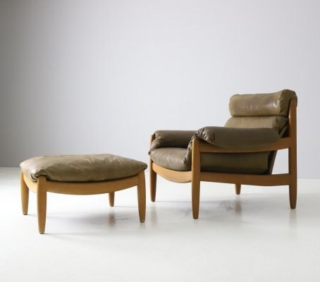 Carl Straub lounge chair in patinated oak & leather, 1970s