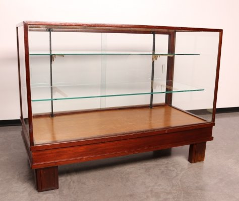 Antique display cabinet in wood & glass, England 1930's
