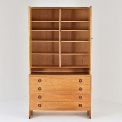Cabinet in oak by Hans Wegner for RY Mobler, Denmark 1950's
