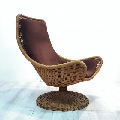 Dutch design rattan swivel chair by Gerard vd Berg for Montis, Netherlands 1970s