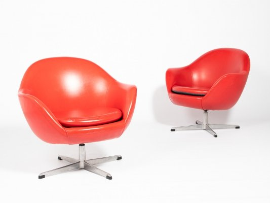 Set of two S.M. Wincrantz swivel lounge chairs in red galon