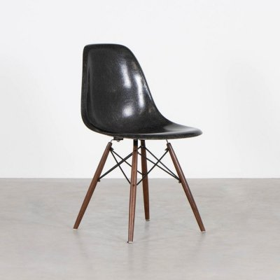 DSW fiberglass dining chair by Charles & Ray Eames for Herman Miller, 1960s