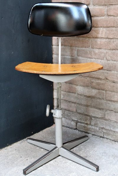 Vintage office chair by Friso Kramer for Ahrend de Cirkel