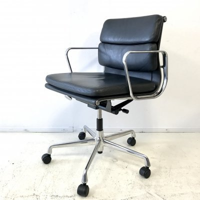 Black Premium leather EA217 Softpad office chair by Charles & Ray Eames for Vitra, 1990s