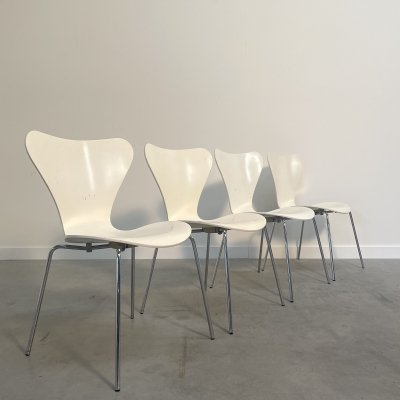 Set of 4 vintage 'Butterfly' dining chairs by Arne Jacobsen for Fritz Hansen, 1990s