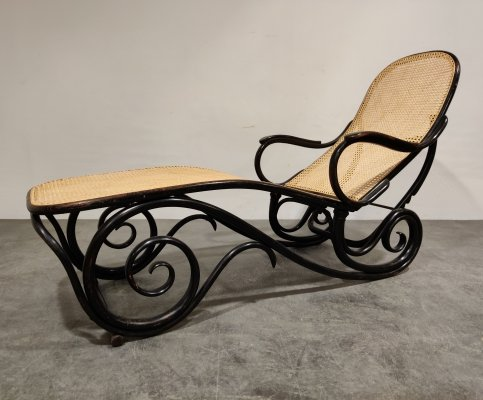 Antique model 9702 chaise longue by Michael Thonet for Thonet, 1920s