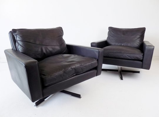 Set of 2 black leather armchairs by Wolfgang Röhl Potsdam, 1960s