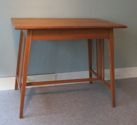 Hague school Table in light oak, early 20th century
