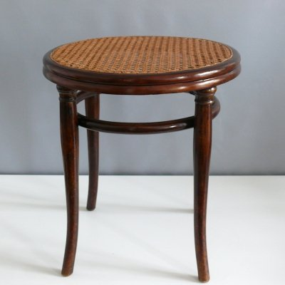 Thonet beech wood stool, 1881 - 1904