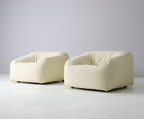 Pair of oversized Italian lounge chairs by Zanotta, 1980s