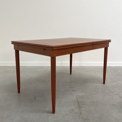 Teak extendable dining table by JL Møller, Denmark 1960s