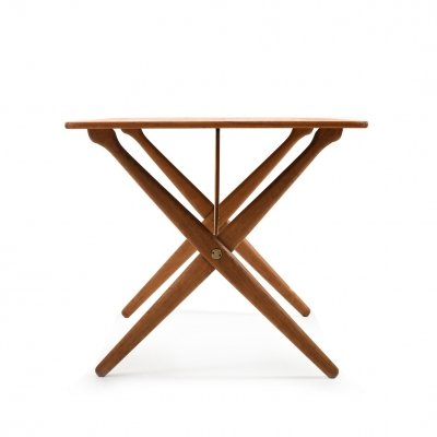 Mid Century Hans J. Wegner AT-308 Coffee Table in Teak/Oak