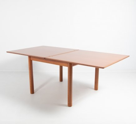 Italian extendable dining table from Molteni