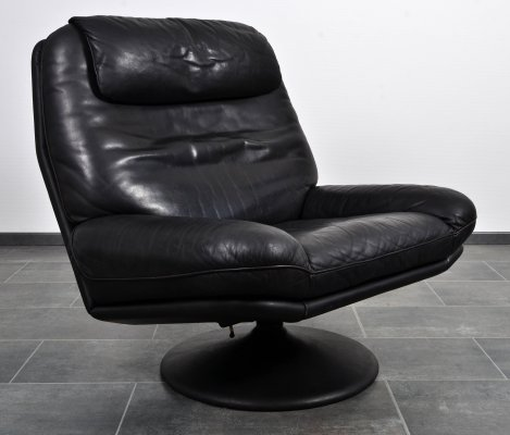 Thick black leather DS-54 lounge swivel chair by De Sede, 1970s
