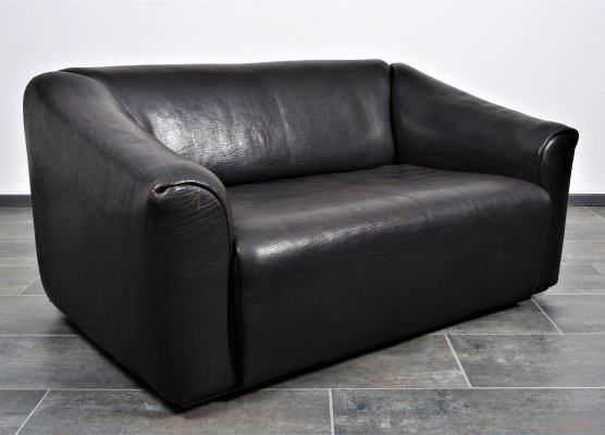 DS47 sofa by De Sede in thick black/brown neckleather with extensible seat