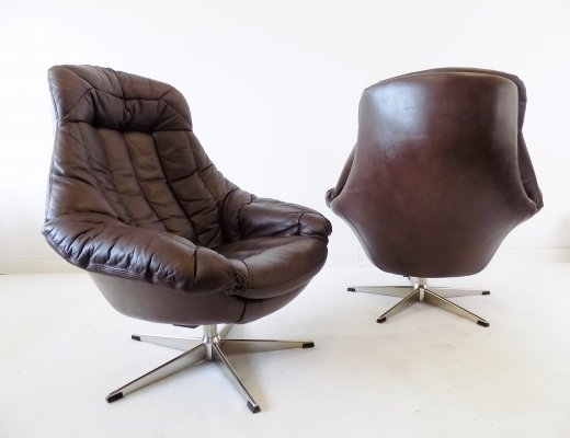 Bramin set of 2 brown leather lounge chairs by H.W. Klein