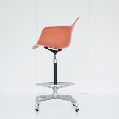 Eames Drafting armchair with a pedestal & a universal base, ring & casters