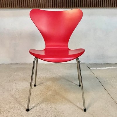 Series 7 Stackable Chair 3107 by Arne Jacobsen for Fritz Hansen in Gala Red, 1998