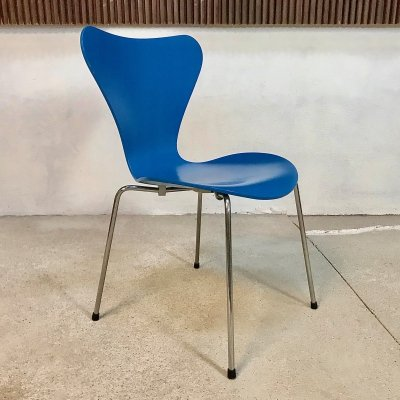 Series 7 Stackable Chair 3107 by Arne Jacobsen for Fritz Hansen in Blue, 1998