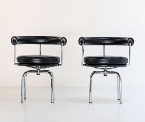 2 x LC7 arm chair by Le Corbusier for Cassina, 1980s