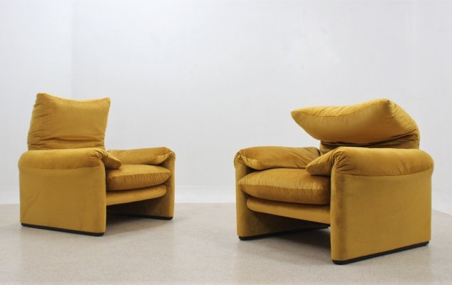 Pair of Maralunga armchairs by Vico Magistretti for Cassina, 1970s