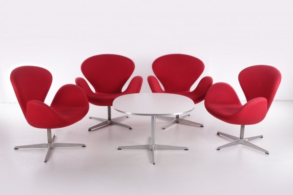 Set of 4 Arne Jacobsen Swan Chairs with Table by Fritz Hansen, 1990s