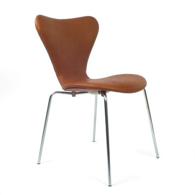 Set of 4 tan colored 7 series chairs by Arne Jacobsen for Fritz Hansen, 1950s
