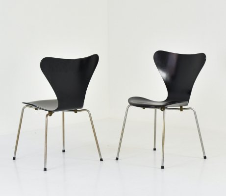 First edition butterfly chairs by Arne Jacobsen for Fritz Hansen, Denmark 1950's