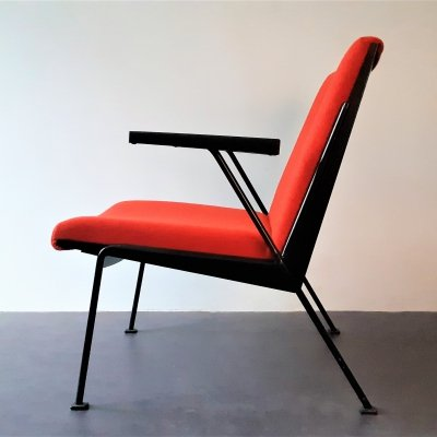 Red 'Oase' lounge chair with armrests by Wim Rietveld for Ahrend de Circel