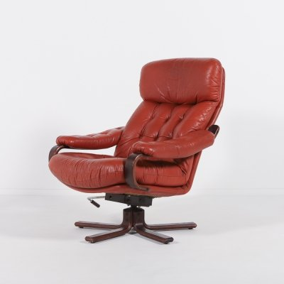 Swivel leather lounge chair from G Möbel, Sweden 1960's