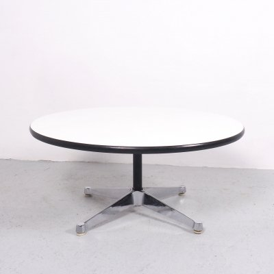 Charles & Ray Eames round coffee table for Herman Miller, 1960's