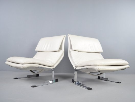 Pair of Giovanni Offredi for Saporiti 'Onda' lounge chairs in white/beige leather, 1970s