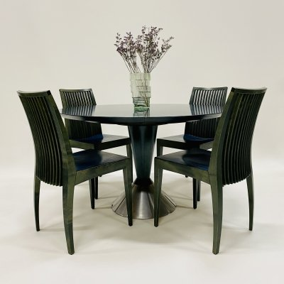 Extendable Italian design dining table with four chairs, Italy 1980s