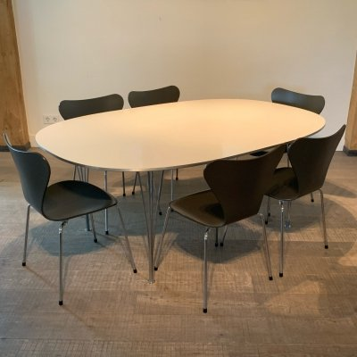 Fritz Hansen butterfly chairs & Superellipse dining table