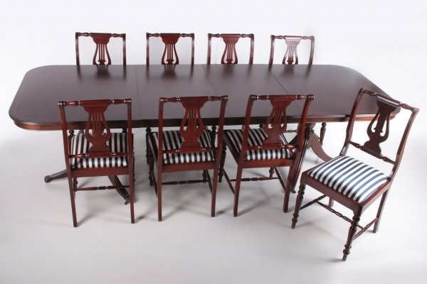 English mahogany dining room set with 8 chairs in Queen Ann Style