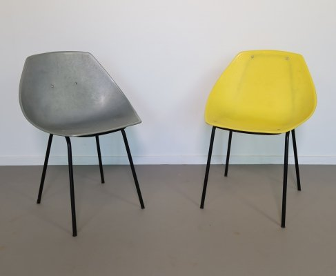 Pair of 'Coquillage' plastic shell chairs by Pierre Guariche, ca 1950